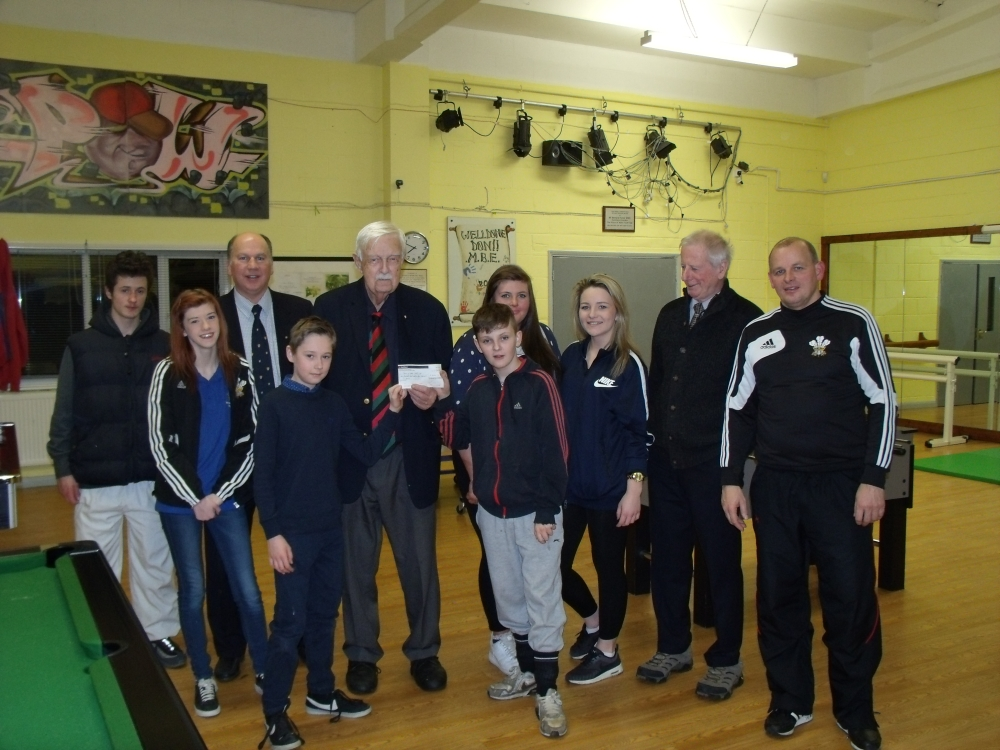 Prince of Wales Club receives cheque
