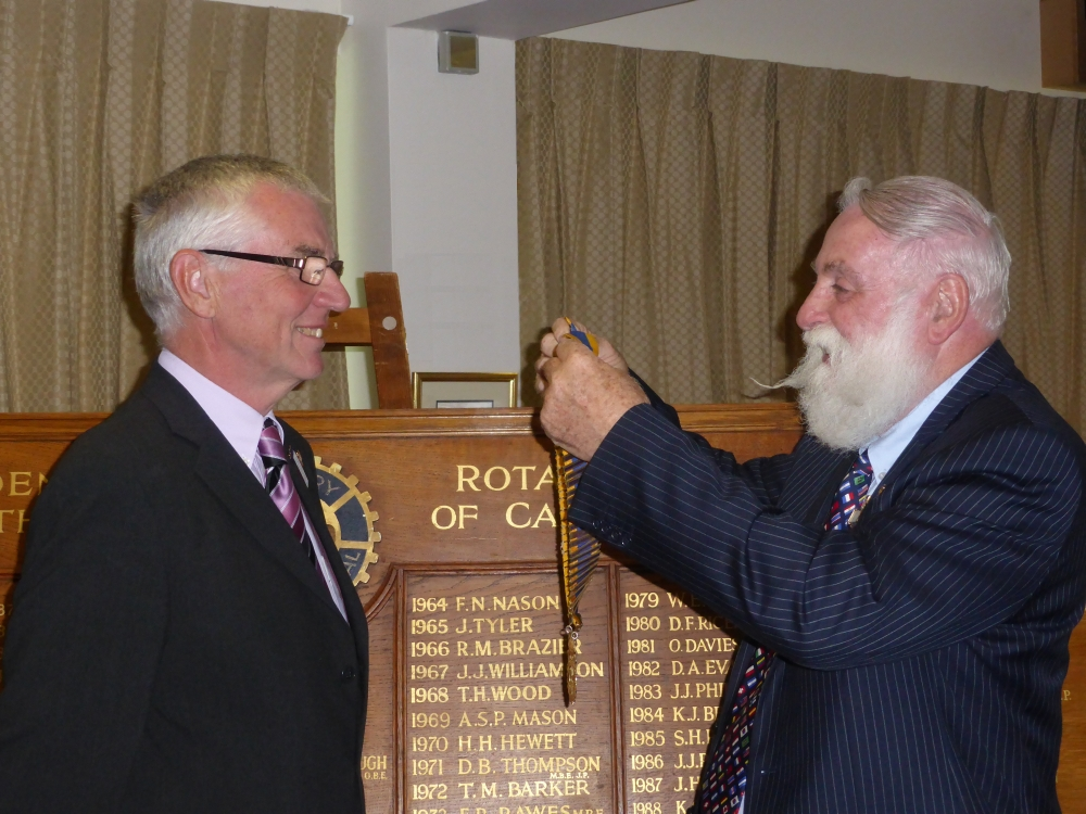 President Viv receives his Chain of Office from Past President Geoff Goodban